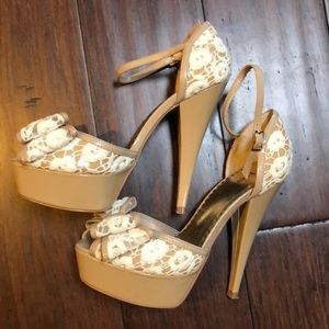 BEBE NUDE WITH WHITE LACE PLATFORM HEELS 👠 SIZE 6